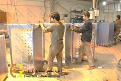 مرحله ساخت بدنه دستگاه جوجه کشی