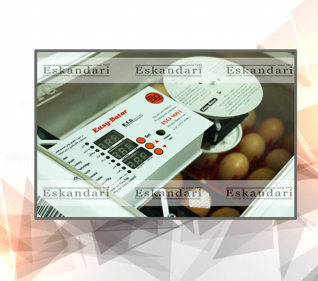 نمایشگر دستگاه جوجه کشی ایزی باتور 96 تایی